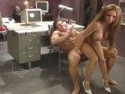 Занялись анальным сексом в офисе