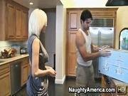 Сантехник выебал домохозяйку